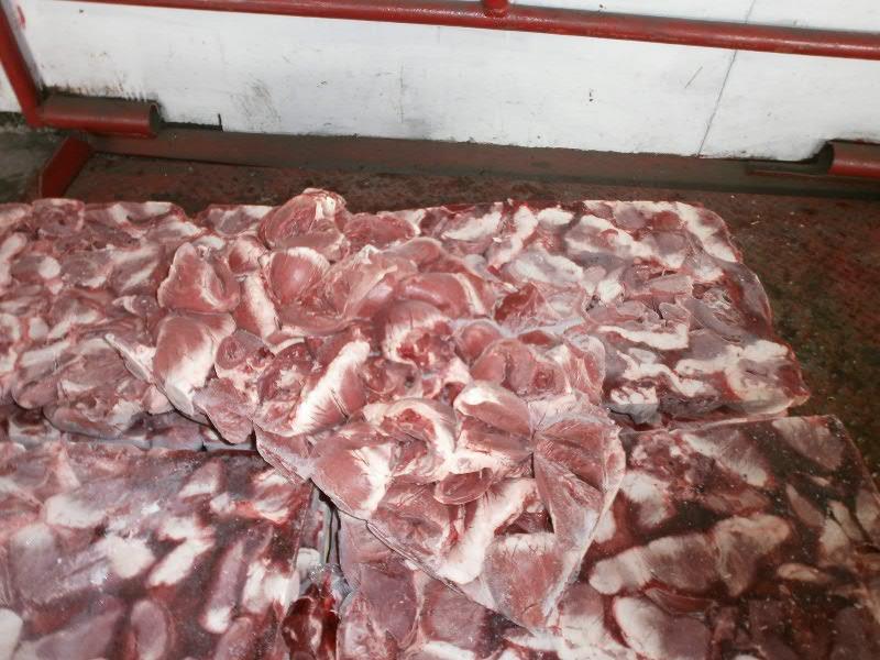 Под видом ручной клади ввозили сырье для изготовления контрафактной колбасы