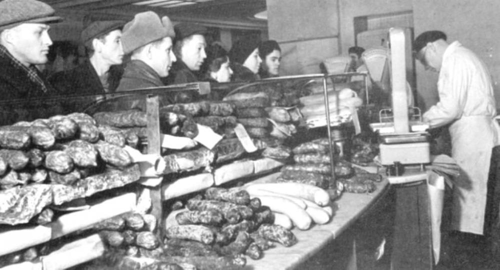 В магазине Киева 1949 год.jpg