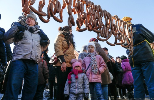 Дым, шум, колбаса: в Калининграде прошел День длинной колбасы